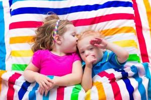 shared kids' bedroom at momsbunkhouse.com